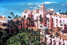 The Royal Hawaiian, a Luxury Collection Resort / 目の前にワイキキビーチが広がる「ピンク・パレス」。 優雅な時間を過ごせる憧れの高級ホテルです。
