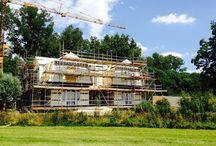 Prefab woning /  prefab house / In 3 dagen is deze volledige woning opgebouwd in prefab. Hieronder ziet u een sfeer impressie hoe dat er aan toe gaat!
