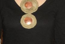 COLLAR DE LINO / tejido en hilo de lino a crochet , con aplicaciones de cobre