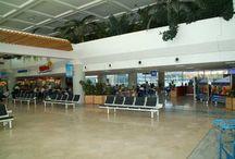 Aeropuerto de Lanzarote / El aeropuerto de Lanzarote, ubicado a 5 kilómetros de Arrecife,  tiene una importancia destacada en el extraordinario desarrollo turístico de la isla. http://ow.ly/GwMWP