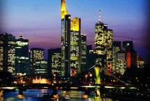 Skyline Impressionen aus Frankfurt / Ich liebe Frankfurt, laufe gerne durch die Stadt und suche neue Blickwinkel auf die Skyline.