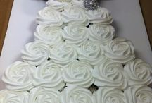 Wedding Ideas - Cakes & Cupcakes & Sweets / by Bianca Roberts