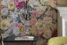 Floral wallpaper / Add a little femininity...