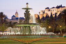 Nosotros ♥ Málaga / ¡Bienvenido a Málaga y su Costa del Sol! ☀ Visitar Málaga y su Costa del Sol es encontrarse con bellos paisajes , fabulosas playas , una deliciosa gastronomía , tradiciones y costumbres. Es descubrir un amplio patrimonio cultural, deslumbrantes costas y el encanto de los pueblos blancos de interior. Numerosos secretos que harán de tu estancia una experiencia inolvidable. ¡Descúbrela!