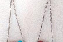 Bijoux / Que ce soit des boucles d'oreilles, en passant par des bracelets, ou colliers, trouvez votre bonheur.
