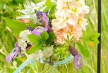 wedding flowers / by Alexandra Holliday Toppins