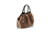 I <3 purses!!! ; )