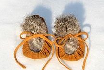 Minnes / moccasins for little people…leather and fur