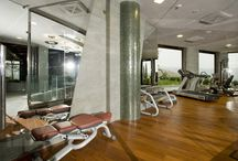 Fitness & Wellness / Porcelain stoneware is the ideal solution in fitness centers and wellness area. Tiles for intimate spaces or for the outdoor areas provide a great balance between modern aesthetics and technological performances.