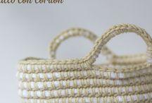 Cestillo con cordón y ganchillo / Cestillo hecho a base de ganchillear alrededor de un cordón de algodón