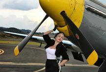 Девушка и самолеты