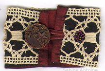 BIJOUX ET ACCESSOIRES brodés: mode ou cérémonie / Bracelets fins ou larges pour embellir le quotidien ou les soirées, Colliers de mariée et coussins d alliances pour les cérémonies