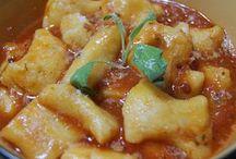 Nhoque de batata doce com molho de tomate e manjericao