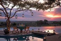 FOUR SEASONS SERENGETI / Santuario de confort y de vida salvaje en África: espaciosas y elegantes habitaciones, vistas espectaculares de la sabana desde su infinity pool, safaris en familia, paseos en globo al amanecer…la mejor manera de adentrarse en la cultura, la naturaleza y los poblados masai del Serengueti.