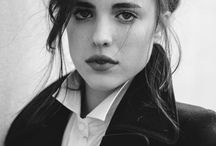IT GIRL - Margaret Qualley  - model/actress