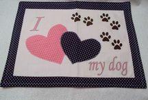 tovaglietta all'americana per cane e gatto / Tovaglietta sottoscodella per i tuoi amici animali ,così quando mangiano non sporcano per terra.  E' corredata di tappetino antiscivolo così rimane ferma.