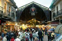 Barcelona, a big market. / Markets, flea markets, Barcelona counts more than 40 of those.