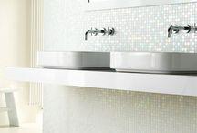 badkamers / Inspirerende badkamers met glasmozaïek afwerking.