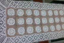 Caminhos de Mesa / Caminhos de mesa confeccionado em CROCHÊ, linhas 100% algodão.
