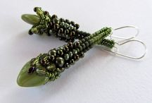 Earrings: Beadwoven / by Denise Wootton