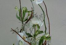 Floristry vegetativ style - Vegetatiivinen tyylimuoto / Kukkien ja kasvien on luonnollinen kasvumuoto ohjaa sitä miten työ tehdään ja millainen se tulee olemaan. Kukan tai kasvin alkuperäinen kasvupaikka on tärkeää saada esille työssä.