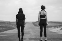 Outsiders / S.F: outsiders:  Impulsionados pela vontade de mudar, crescer e fazer o diferencial; São um ciclo que está a toda hora se reinventando; Fogem do comum; Não seguem o caminho imposto Arriscam-se; São cheios de vontade, motivação e atitude; Inquietos, incessantes e divergentes;