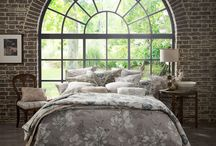 Sketchbook / Ob Vorhang- oder Möbelstoff, gelungen ist der Spagat mit strukturierten Jacquards und hochwertigen Web Karos in gedämpften Naturtönen - Wohnen im Einklang mit der Natur.