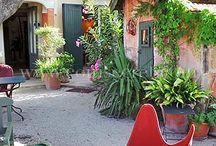 Jolis jardins et terrasses / D'agréables jardins et terrasses qui invitent au farniente