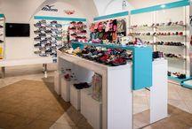 Realizace obchodu s obuví / To, jak vypadá interiér obchodu, může ovlivnit zájem zákazníka. Snažili jsme se proto navrhnout jednoduchý, ale moderní design, který by nenarušoval stávající historický prostor.