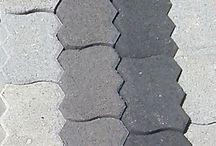 ΚΥΒΟΛΙΘΟΙ /  http://safraliotis.gr/ οι κυβόλιθοι είναι ένα προϊόν από τσιμέντο που χρησιμοποιείται εδώ και πολλά χρόνια κυρίως σε εξωτερικούς χώρους, είναι ιδιαίτερα ανθεκτικό υλικό για αυτό μπορεί να χρησιμοποιηθεί σε δρόμους,πεζόδρομους και πάρκινγκ αυτοκινήτων και οπουδήποτε χρειάζεται ένα ανθεκτικό υλικό. Ενα από τα πλεονεκτήματα του είναι οτί μπορεί να αντικατασταθεί αν κάποιο κομμάτι του φθαρεί λόγω της τεχνικής που χρησιμοποιείται στην τοποθέτηση του.