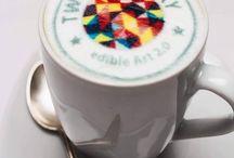 Twicky Sticky / Twicky Sticky ist Edible Art 2.0 – Bildschön und käuflich.  Wir produzieren essbare Sticker , die individeull bedruckbar sind, für die Gastronomie/Hotellerie sowie Firmen und Eventagenturen.  Sie wollten schon immer das unmögliche ihrem Kunden, ihrem Gast servieren, dann setzen Sie auf den Trend – mit essbarer Kunst von Twicky Sticky.