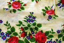 Vintage Russian Pavlovo Posad shawl