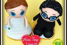 Fofuchos Novios Tarta de Gominolas / Hoy os mostramos unos fofuchos novios personalizados que hemos hecho para poner en una tarta de gominolas preciosísima que han hecho las chicas de Belros Ferrol