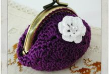 Tumma violetti kukkaro