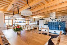 Kuchyně v kouzelné dřevěnici / Kitchen in a charming wooden house