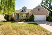 822 Gold Rush, Nixa, Mo. 65714 / Walk-Out Basement with 630 Sq Ft Workshop in Sub-Basement! Beautiful Kitchen with Custom Brick Accents, Breakfast Bar, Dining Area and Knotty Pine Floors! Located in Nixa. $220,000