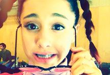 Ariana grande selffies