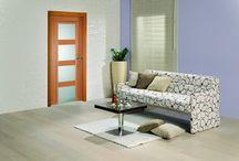 Vnitřní interiérové dveře Sapeli / Dveře Sapeli jsou rozděleny do několika modelových řad. Liší se povrchovou úpravou, použitým materiálem, dýhou a barvou. Dveře můžou být plné nebo s výplní skla, které je možné vybírat z mnoha variant.
