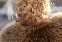 Különleges feltűzött frizurák