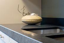 Modern / Strak, strakker, strakst. Als je van modern houdt, ben je bij Van Wanrooij uiteraard aan het juiste adres. Als één van de populairste woonstijlen vormt het een belangrijk onderdeel van onze collectie. Zowel in keukens als in badkamers.