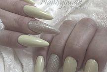 Gele og Akryl Negle / Nails by me Opbygning af kunstige negle på skabelon eller negletipper, i gele eller akryl. Nailart har jeg selv designet og er håndmalet/tegnet.