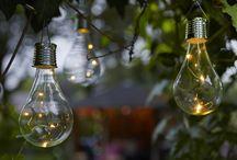 Tuinverlichting / Met verlichting breng je 's avonds sfeer in je tuin of op het balkon! Solar lampen zijn handig en milieuvriendelijk, omdat ze geen elektriciteit nodig hebben.