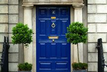 Doors and Windows in Art /  Doors and windows in ....art motion. Πόρτες και Παράθυρα γεμάτα τέχνη, χρώμα και ομορφιά.