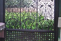 Outdoor privacy screen front