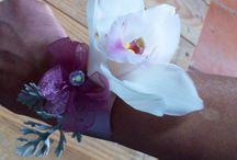 Boda en rosa / Ramo y detalles de boda compuesto por rosas, orquídeas, brunia y hojas de jacobea