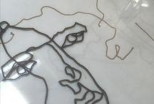 Mariano pinta sobre vidrio