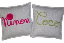 COUSSIN et TRICOTIN / un petit mot doux ou un prénom sur un coussin molleton gris!