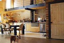 Open concept loft / Brick, metal, wood