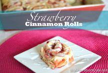 Breakfast / Strawberry cinnamon rolls