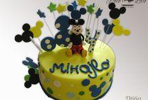 Miki i Mini dečije torte - Mickey i Minnie Mouse / www.pocoloco.rs Želite moderno ukrašenu tortu koja je pritom kao po receptu iz bakine kuhinje? Nudimo veliki izbor torti izrađenih od najkvalitetnijih sastojaka (maslac, plazma keks, slatka pavlaka, orasi, lešnici, bademi, šumsko voće...) po tradicionalnim receptima. Kvalitet naših torti garantuje i HACCP standard! Dostavu u Pančevu, Beogradu, Vršacu (po dogovoru i šire) vršimo klimatizovanim vozilima.